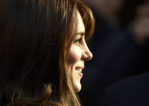 """Kate Middleton """"flirta"""" al telefono. A fin di bene 12"""