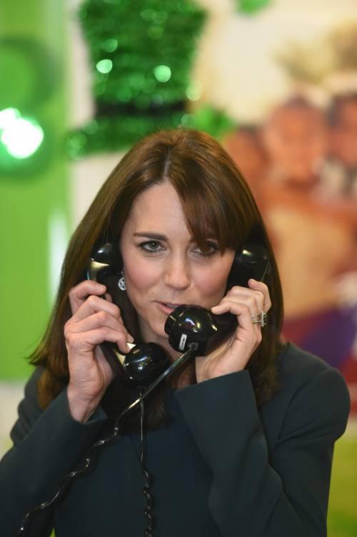 """Kate Middleton """"flirta"""" al telefono. A fin di bene 11"""
