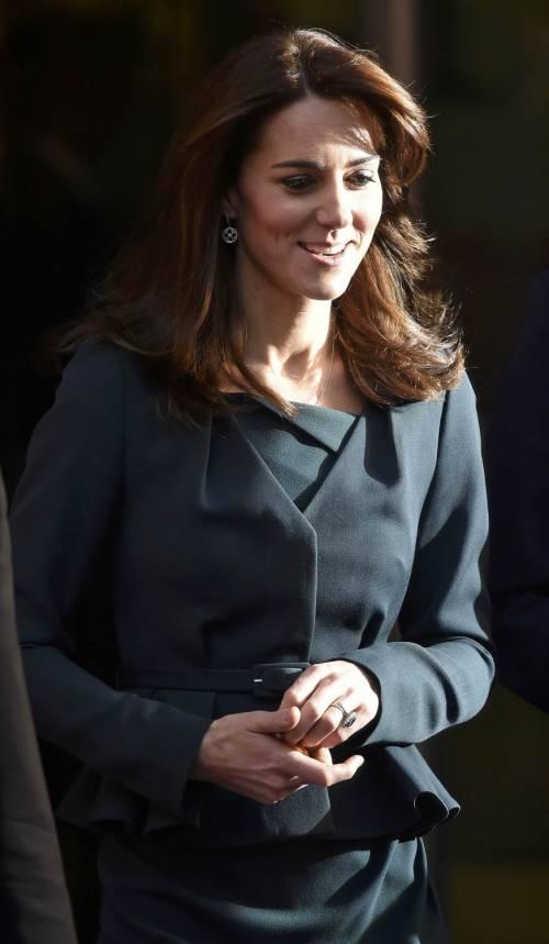 """Kate Middleton """"flirta"""" al telefono. A fin di bene 18"""