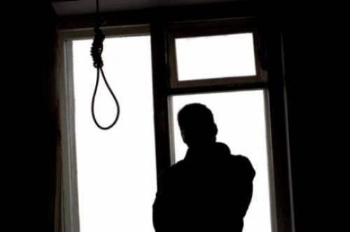 Gli pignorano la casa e si suicida