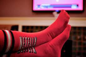 Netflix Socks, i calzini che mettono in pausa la tv quando ti addormenti