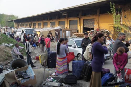 Accampamento rom sotto il cavalcavia