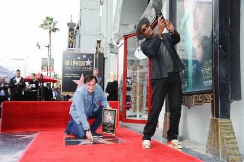 Quentin Tarantino sulla Walk of fame di Hollywood