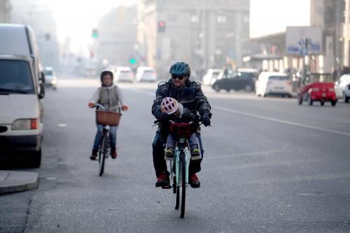 Pisapia blocca il traffico ma lo smog a Milano aumenta