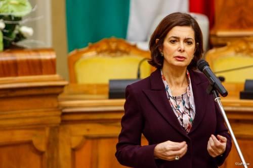 La Boldrini ammaina il Tricolore e tace sull'utero in affitto
