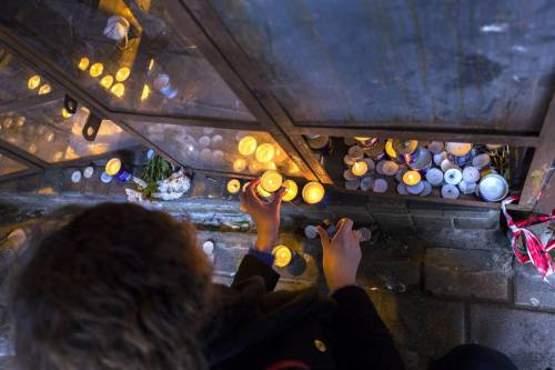 Lumini all'ingresso del pub di Tel Aviv 2