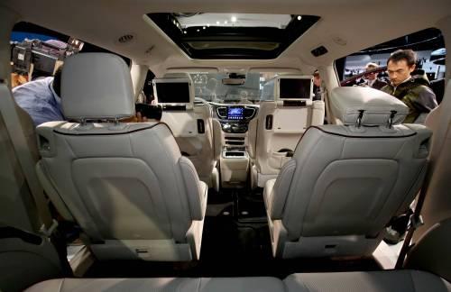 Ecco la Chrysler Pacifica 10