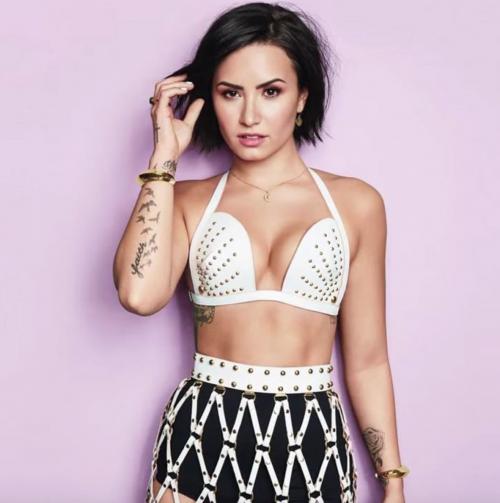 Demi Lovato ritrova se stessa nella nudità 16