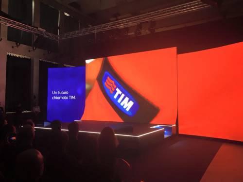 La presentazione del logo Tim 2
