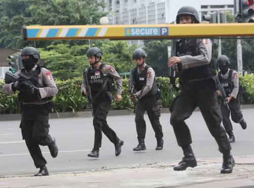 Agenti dispiegati contro gli attacchi a Giacarta 5
