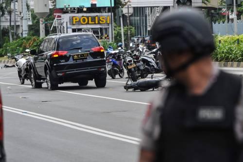 Agenti dispiegati contro gli attacchi a Giacarta 4