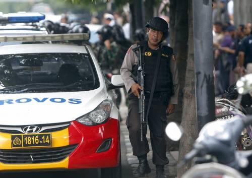 Agenti dispiegati contro gli attacchi a Giacarta 2