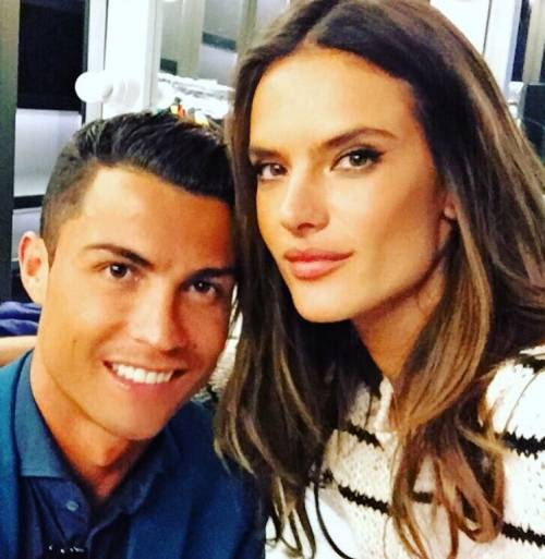 Cristiano Ronaldo e Alessandra Ambrosio: pose hot di coppia