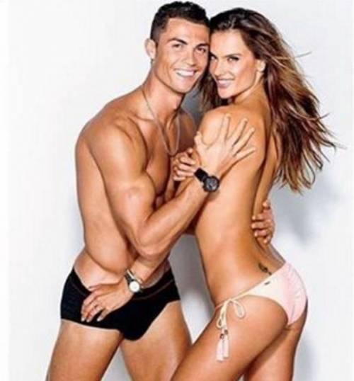 Due fisici perfetti: le pose hot di Ronaldo e della Ambrosio 7