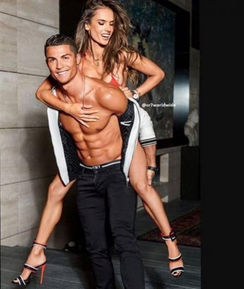 Due fisici perfetti: le pose hot di Ronaldo e della Ambrosio 9