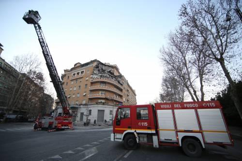 Roma, crollano tre piani di un palazzo 5