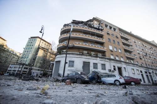 Roma, crollano tre piani di un palazzo 13