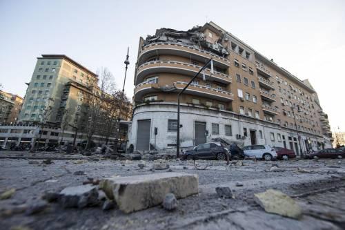 Roma, crollano tre piani di un palazzo 14