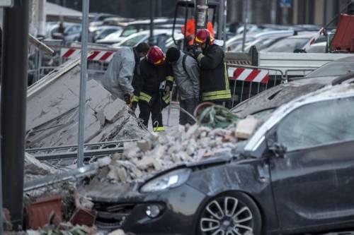 Roma, crollano tre piani di un palazzo 19
