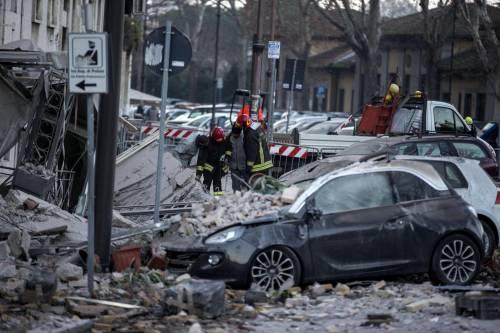 Roma, crollano tre piani di un palazzo 18