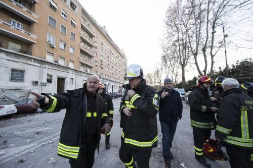 Roma, crollano tre piani di un palazzo 20