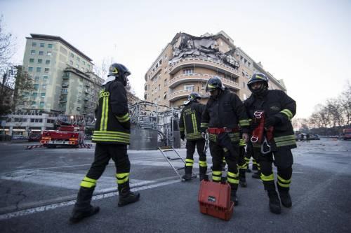 Roma, crollano tre piani di un palazzo 29