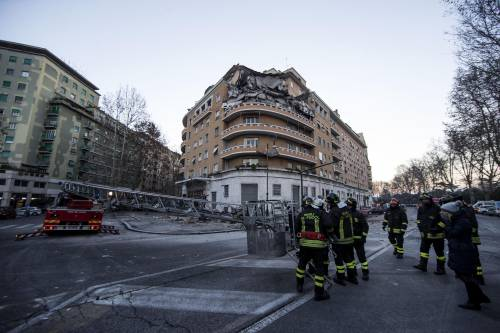 Roma, crollano tre piani di un palazzo 28