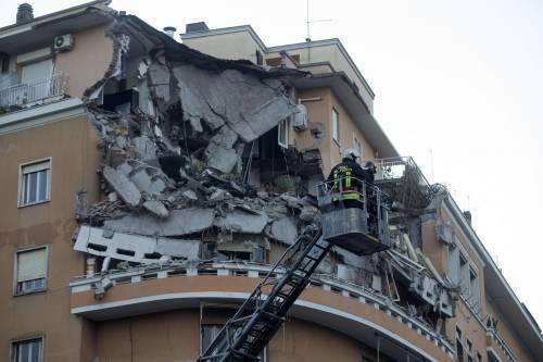 Roma crolla palazzo sul lungotevere tragedia sfiorata for Piani di ponte ottagonale