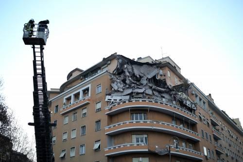 Roma, crollano tre piani di un palazzo 31