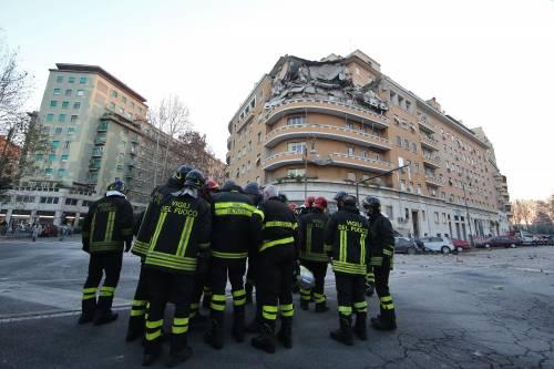 Roma, crollano tre piani di un palazzo 30