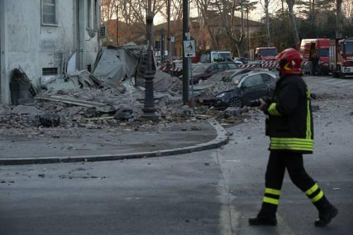 Roma, crollano tre piani di un palazzo 34