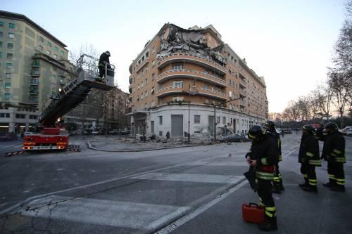 Roma, crollano tre piani di un palazzo 37
