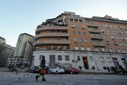 Roma, crollano tre piani di un palazzo 38