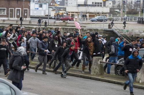Calais, la rivolta dei migranti 5