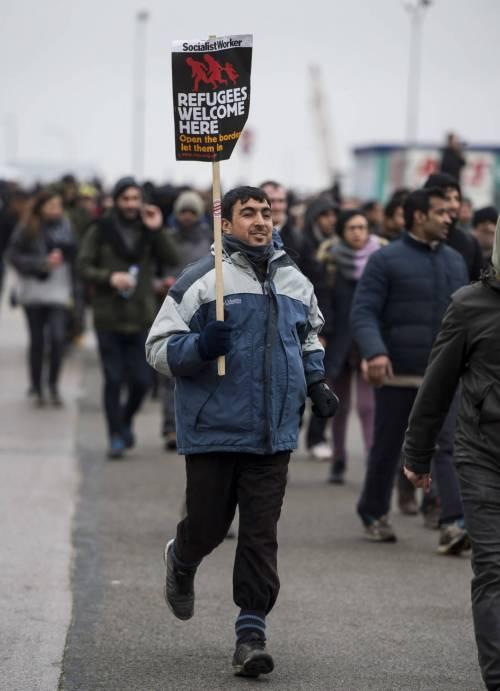Calais, la rivolta dei migranti 8
