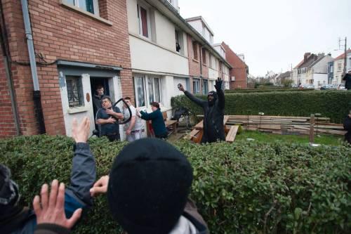Calais, la rivolta dei migranti 10