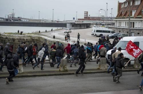 Calais, la rivolta dei migranti 14