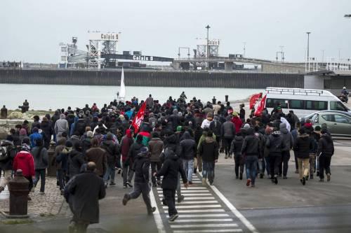 Calais, la rivolta dei migranti 15