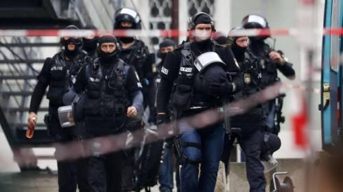 """Colonia, caccia al terrorista. """"Ora il carnevale è a rischio"""""""