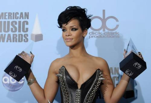 Rihanna, arriva ANTI 9