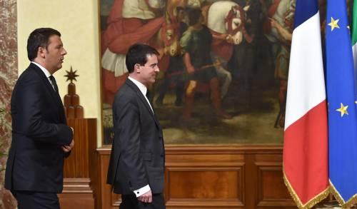 Valls prende in giro Renzi: che combinate con le statue?