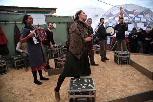L'Amleto di Shakespeare in scena nella Giungla di Calais 3
