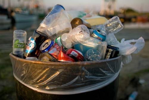 L'ultima invenzione Pd: ecco le guardie dei rifiuti