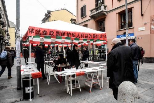 I cinesi in fila per le primarie Pd 8