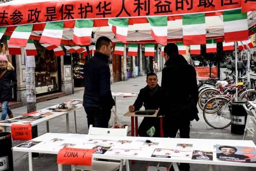 I cinesi in fila per le primarie Pd 7