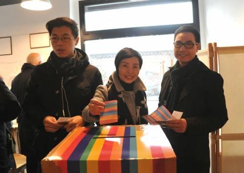 I cinesi in fila per le primarie Pd 9
