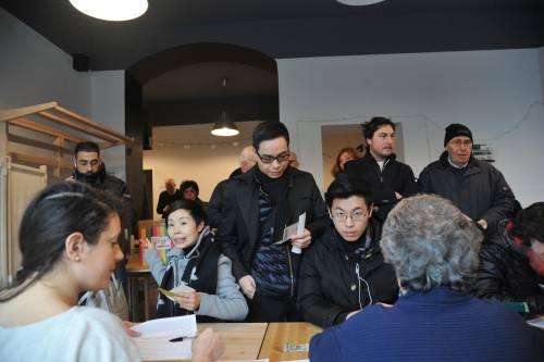 I cinesi in fila per le primarie Pd 10