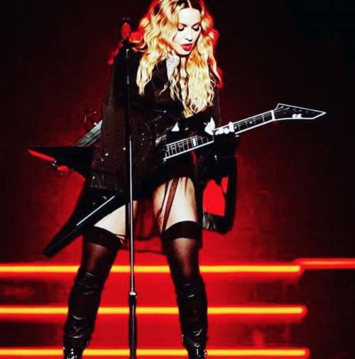 Madonna vs Paola Barale, foto 7