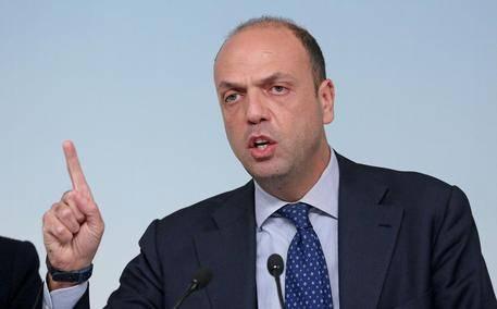 Alfano concede la cittadinanza pure a chi non parla italiano