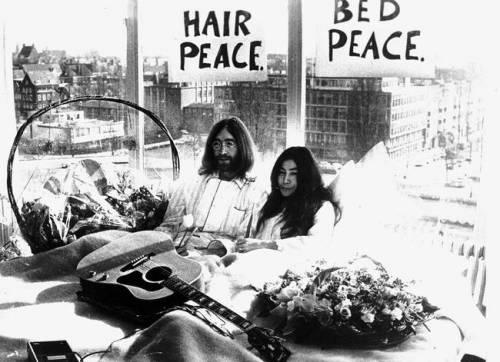 John Lennon: all'asta una ciocca di capelli